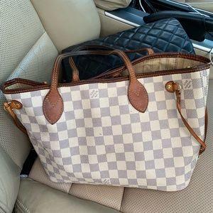 Louis Vuitton tote pm